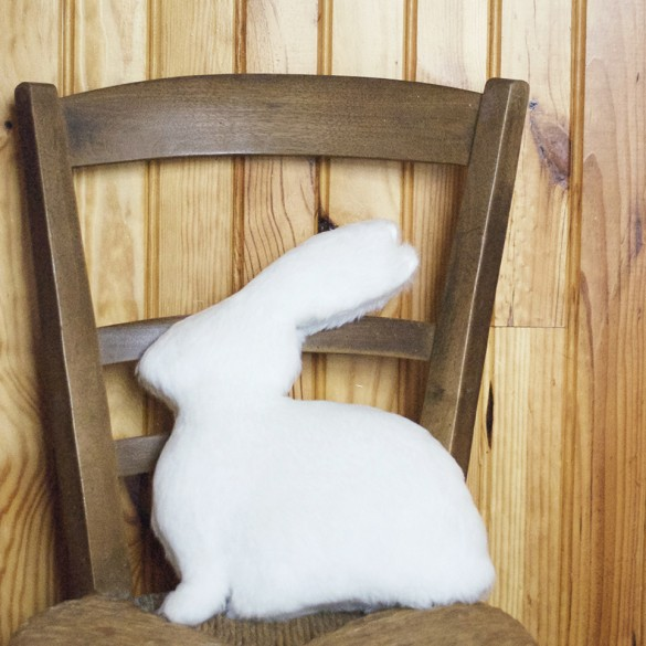 le-lapin-blanc-chaise