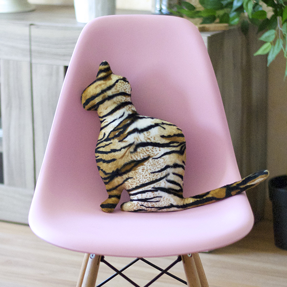 chat chaise eames