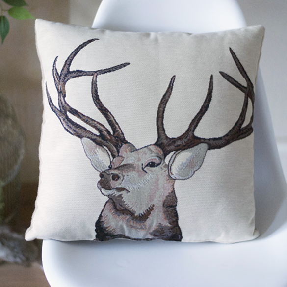 coussin- cerf majestueux