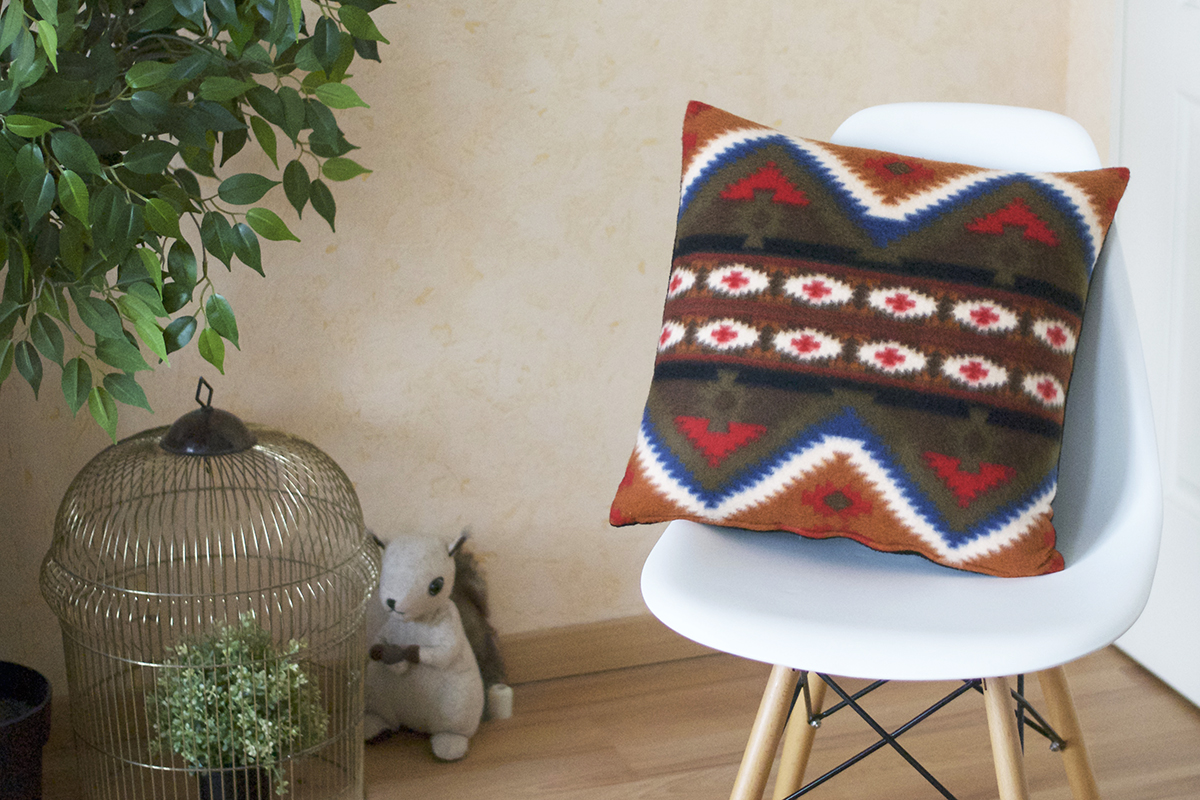 coussin mexicain polaire chaise eames