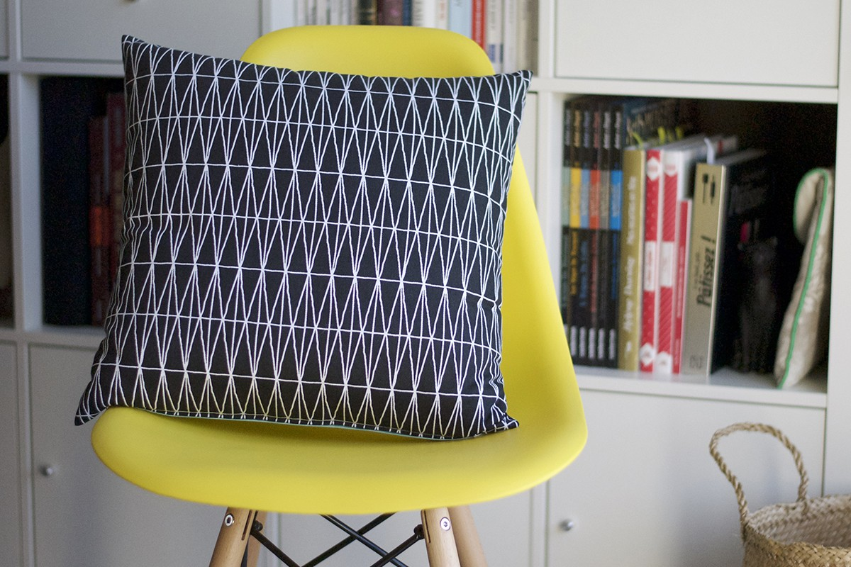 Coussin tendance made in France, L'Illusionniste - Bloup Coussins